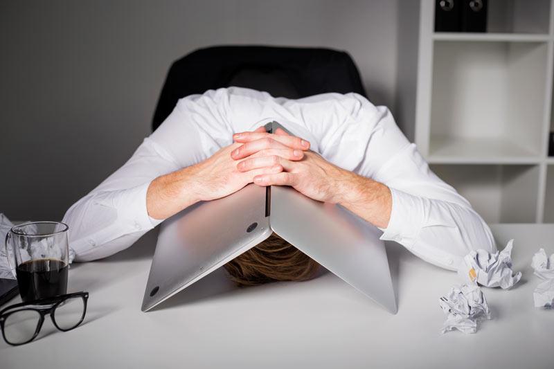 man-laptop-head-mid